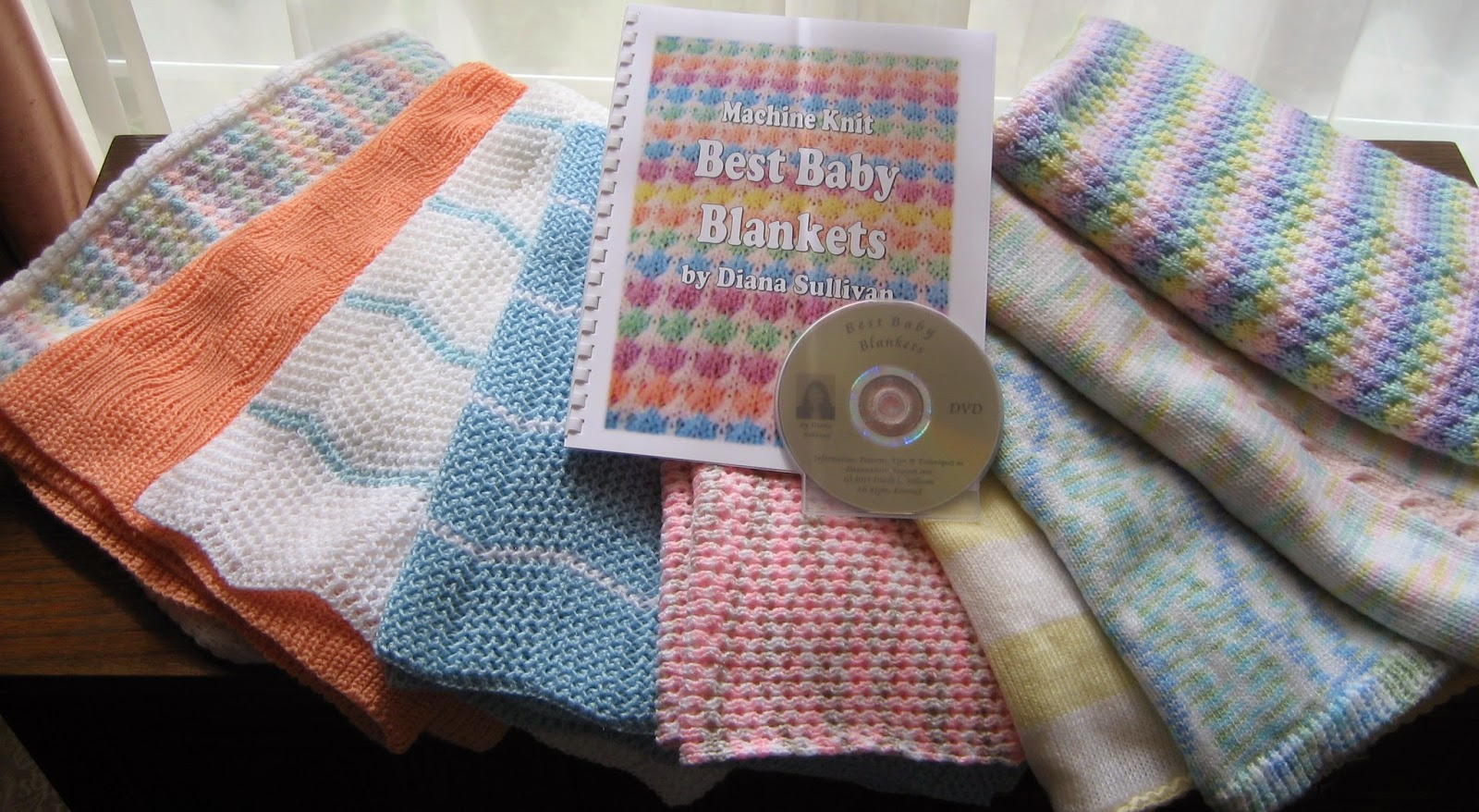 """Entrelac Woven Baby Blanket with Knitted Lining /& Pretty Border 19 x 28/"""" To Knit"""